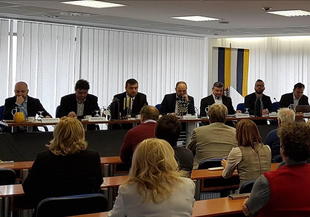 Jozef Viskupič sa stretol s primátormi a starostami okresu Piešťany